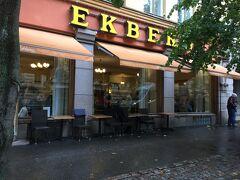 せっかくホテルの近くにあるし、カフェ・エクベリで何か買っていこう♪