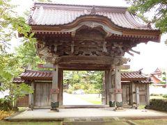 帰り際、宿の御主人に「浄福寺の唐門と海晏寺の三重の塔はうちの裏通りにあるから是非見ていってください」とおっしゃっておりましたので、まずは浄福寺を見学いたしました。 本間光丘翁が自らの菩提寺に寄進し、寛政12年(1800)竣工。 総けやき造りで、度重なる地震にも耐えてきました。 象の彫刻が阿吽逆になっておるのが興味深いですね。