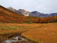 鎌池に白馬鑓ヶ岳が映り込んでいます