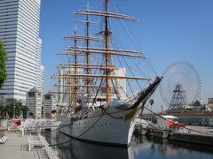 帆船日本丸   日本丸は昭和5(1930)年に建造された練習帆船です。 昭和59(1984)年まで約54年間活躍し、地球を45.4周する距離(延べ183万km)を航海し、11,500名もの実習生を育ててきました。 昭和60(1985)年4月より、みなとみらい21地区の石造りドックに現役当時のまま保存し、一般公開をしています。