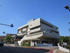 県立青少年センター  紅葉ケ丘にある、青少年の健全な育成を図り、あわせて県民の教養の向上に資するための複合公共施設である。 今はなくなってしまったがプラネタリウムにはよく行きました。