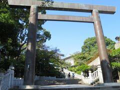 伊勢山皇大神宮  伊勢山皇大神宮は、天照大御神を祭神とし、桜の花が社紋である。 横浜では単に「皇大神宮」と称されることも多い。