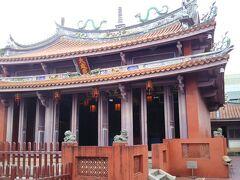 孔子を祀った学問のお寺ですね。全体的に朱に染まった建物がいい感じです。 見学は50元。