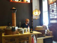 度小月担仔麺の開店は11時。 開店と同時に入店しました。 目当てはもちろん担仔麺。