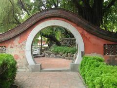 赤嵌楼は見学料50元。 オランダ人が建造したとのことですが、 造りは中華です。