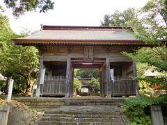 遊佐駅から10数分、「大物忌神社蕨岡口の宮」に到着いたしました。 蕨岡は鳥海山に向かう人々の宿坊町として栄え、その遺構として大泉坊長屋門(国の登録有形文化財)が近くにあります。