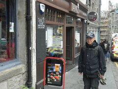 地球の歩き方に掲載されているタンズレストラン。 「ごはん処」という看板がありました。 イギリスで初めて入ったレストランが日本料理屋さんです。 3階位迄あってお客様で満員でした。