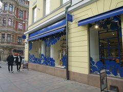 Marimekko(マリメッコ)とか  窓ガラスアートのマリメッコ柄がかわいい♪ 日本人が大好きなブランドが並んでる!
