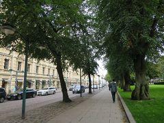 途中、エスプラナーディ公園(Esplanadi)をお散歩しながら、ヨーロッパらしいクラシックな街並みを眺めていると