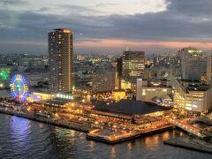 神戸ポートタワーから夕暮れのモザイク方面。