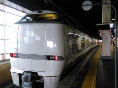 私達が乗ったのがこの電車 特急しらさぎ1号。 ほんの26分の乗車で金沢駅着。