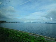 今日は天気も良くて車窓の景色が楽しめます、松江駅を過ぎて宍道湖が見えた