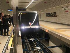 帰りは、フニキュレル、メトロを乗り継いでホテルに戻りました。フニキュレルは、地下にあるケーブルカー。たった1駅だけの路線。イスタンブール内は、色々な公共交通機関がありますが、うまく連携出来てないなーという印象。