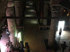 トプカプ宮殿の後は、地下宮殿へ。ここは、15年前に来た時、寒さで耐えられず、諦めたところ。
