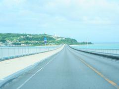 さて更に北上して10時過ぎに【古宇利島】へやってきました!  ここの橋は何度来てもワクワクします(^◇^)  あれれ?さっきまで晴れていたのになんだか天気が怪しいぞ。