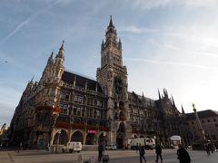 更に歩くと、ミュンヘンのシンボルともいえる新市庁舎の建つマリエン広場にやって来た。