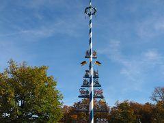 その後はこれまた歩いてすぐのところにあるヴィクトアーリエンマルクトへ。 シンボルとなっているマイバウム(英:メイポール)は1年中ここに立っている。