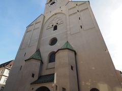 ヴィクトアーリエンマルクトを一周したところで11:00までまだ少し時間がある。 すぐそばのペーター教会を観てみよう。