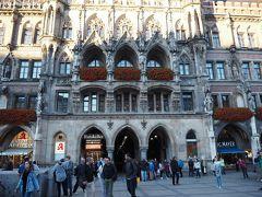 仕掛け時計を見終えたら、少し早いが昼食へ。 ミュンヘンではホテルに朝食を付けなかったので、ここまで街歩きをして腹ペコになっている。 新市庁舎の地下にあるラーツ・ケラーを選んだ。