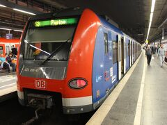そしてミュンヘン中央駅へ到着。 DBのホームは地上で頭端式ですが、SバーンやUバーンのホームは地下にある。