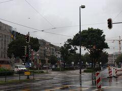 通りを進むとすぐにカールス広場へ出る。 ここから先がミュンヘンのメイン観光地と言える