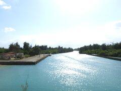 入江に出ました!海とは目と鼻の先。でも川のない宮古島にとってはため池の役目も兼ねているのでしょうか?