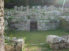 少し奥まったところにある知利真良豊親の墓。宮古の歴史は馴染みがないし、よくわからないのですが、厳粛な気持ちになります。