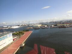 海側の建物は 阪神高速上り線のパーキングが有り  11階の展望室に行けるようになっています