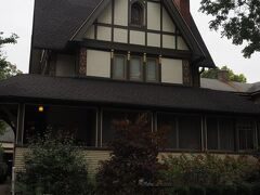 ノース・ケニルワース・アベニューに面したハリソン・P・ヤング邸(1895年にライトが改築)。