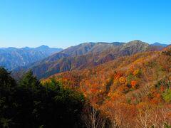 バスに乗って半月山へ。紅葉が美しい。