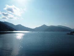 中禅寺湖湖畔に下ってきました。