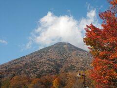 中禅寺湖湖畔からの男体山。