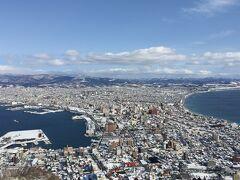 函館山から、津軽海峡と函館湾に囲まれた市内の風景は、何度見ても美しく去りがたい光景。