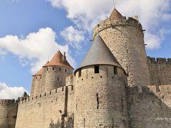 やっと城壁までやってきました~! カルカッソンヌは古代ローマの要塞跡に徐々に築かれていったもので、現在の形になったのは13世紀といわれています。  ※カルカッソンヌの詳細は以下のサイトを参照しています。  http://jp.france.fr/ja/discover/50340