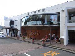 鳴子温泉駅の駅舎。  「なるご」と読むものとばかり思っていたのですが、正式には「なるこ(濁らない)」なんですね。