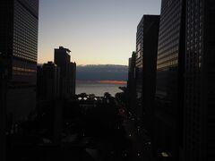 ミシガン湖の日の出、ホテルの部屋からの眺め。
