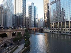 朝のシカゴ川。