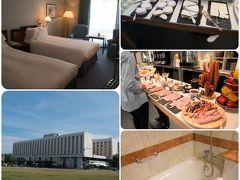 <ワルシャワ ホテル> SOFITEL VICTORIA WARSAW ★5  ACCOR HOTELで予約 この旅行で一番いい星5のホテル。でも一番安い料金。 ホテルの安いワルシャワにあって、アコーのキャンペーンを利用したので、ビュッフェ朝食付き全部込で9400円(75ユーロ)という安さ。  旧市街に歩いて行けるからと思ったが、結構距離あるし、バスが便利なので、ワルシャワでは駅近にとったほうがよかったと思った。朝食の品数の多さや味はさすがに5つ星。卵料理やクレープ、ワッフルなどはその場で好みに応じて焼いてくれる。