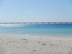 最終日  与那覇前浜に来ました。 4月の時は風雨が強く、東洋一と言われる砂浜を見ることができませんでした。 今回は晴天~(*^_^*)