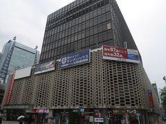 新橋まで来ました。ニュー新橋ビルは個性的なお店が入る雑居ビルです。