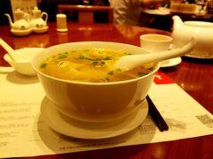 小籠包は後日にし 海老ワンタンスープ面 78元 中国では 麺ではなく面が主に使われていました  肝心の味は 普通 です 特に美味しくもなく不味くもなかったです