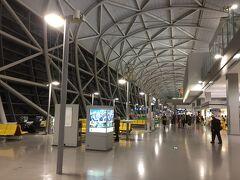 関空到着は19時15分。 すっかり真っ暗になっています。 大阪は寒い。 石垣島では20度くらいありましたが、こちらは10度。 スーツケースからコートを取り出し、着込んで帰ります。 台風でどうなるか危ぶまれた旅行でしたが、無事に行って帰れて感謝です。 また来年も行けたらいいな。 ここまで読んでくださり、有難うございました。