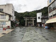 鳥取・境港編からの続きです。早い時間に朝ごはんを済ませ、境港から堺水道を渡って美保神社へ。Google Map で三保神社も近く表示されますが、こちらはえびす様の総本宮だそうです。ここも縁結びスポットなんですね。