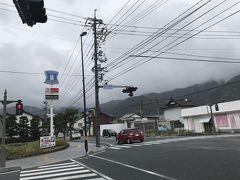 松江城から車を走らせて、いよいよ出雲大社へ。こちらでは 4つの鳥居(石、木、銅、鉄)を潜りたかったので、お社から一番遠い石の鳥居の外側の駐車場に車を停めました。