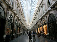 ブリュッセルのショッピングアーケード、「ギャルリー・サン・チュベール」。 1847年に完成したんだとか。