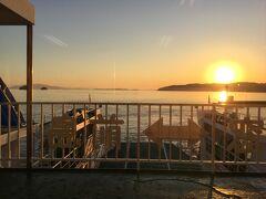 前島フェリーに乗りました。 往復240円。 フェリーからの夕陽も美しい。