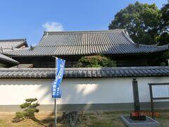 ホテルリマーニから脇道に逸れ魚料理の善太の前の 長い階段を上がると本蓮寺の本堂があり、 中は見れないそうなので、右の階段を上がって行きます。
