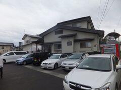 駅から自転車で15~20分走ったところにあるおそば屋さんへ。山形の大石田そばのお店、きよ、というお店です。 既に駐車場にはたくさんの車、行列もできていました。