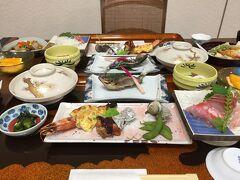 夕食はめっちゃ豪華でした。 量も多めで、お腹一杯でした。