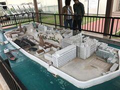 高島の石炭資料館の前には軍艦島の模型